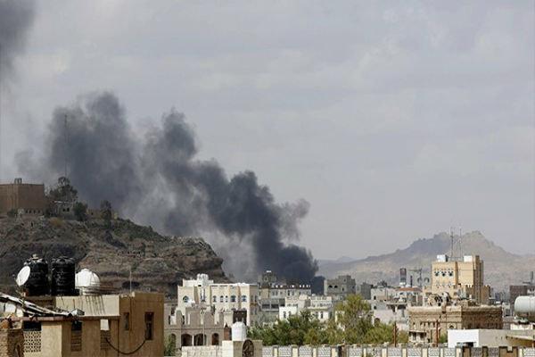 حملات توپخانهای متجاوزان سعودی به «الجوف» یمن/ شهادت یک کودک