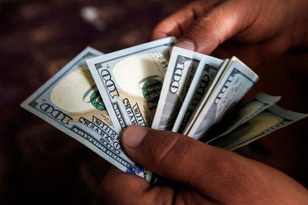 نرخ واقعی دلار چقدر است؟/دولت میتواند قیمت ارز را کنترل کند